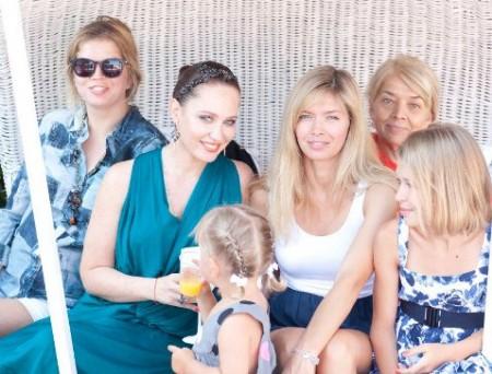 Вера Брежнева с семьей