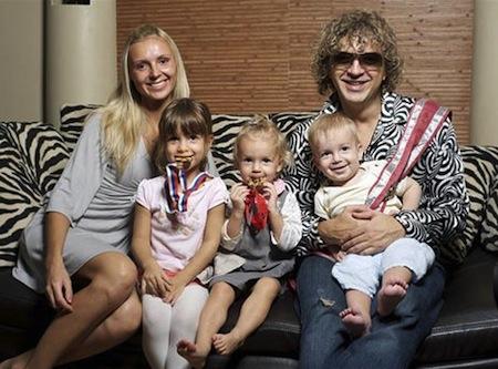 Роман Жуков с семьей