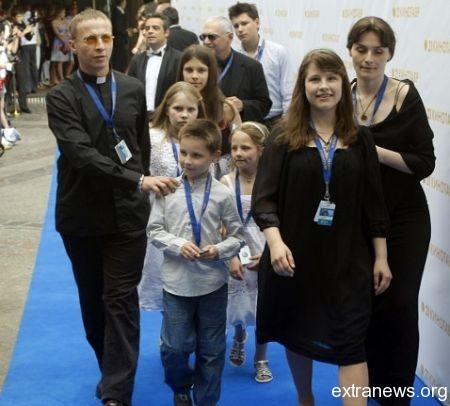 Иван Охлобыстин с семьей