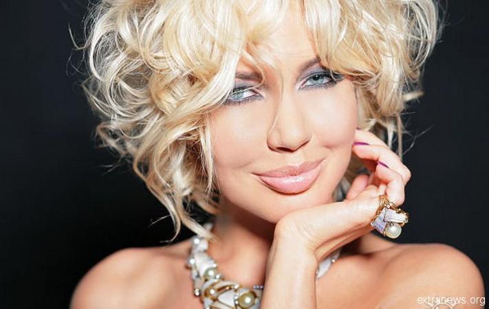 Известной российской модели и телеведущей Маше Малиновской не хватает на жизнь, поэтому она устроила распродажу своих нарядов
