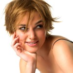 Журналисты британских СМИ узнали, что у звезды кино Киры Найтли искусственные волосы