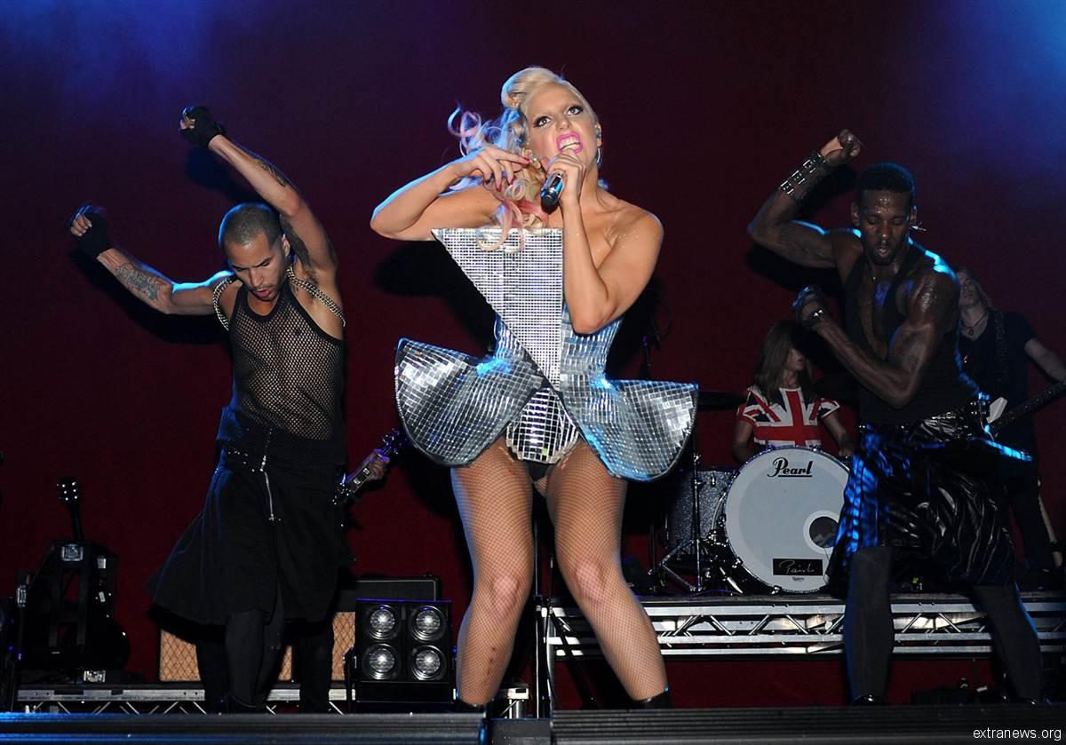 Эпатажная американская певица Леди Гага публично оскорбила поп-королеву Мадонну