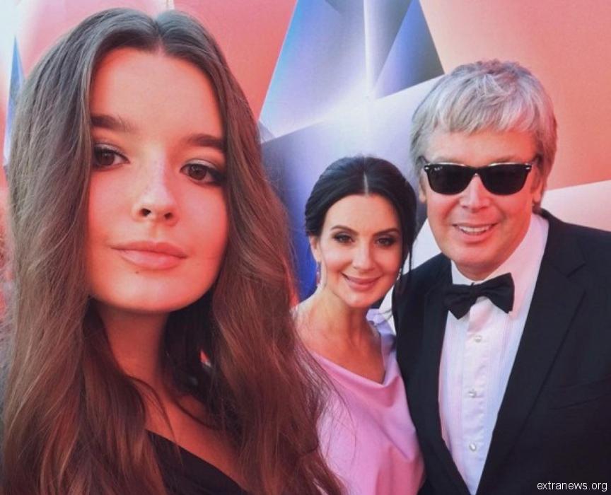 Младшая дочь Екатерины и Алексанра Стриженовых проговорилась журналистам о том, как ей трепали нервы в школе