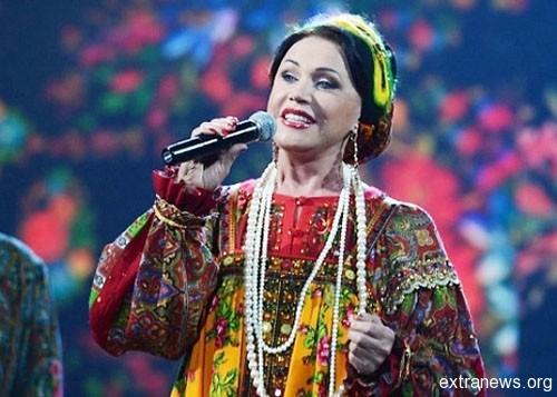 В честь Дня театрального кассира, Надежда Бабкина пустилась продавать билеты в киоске собственного театра