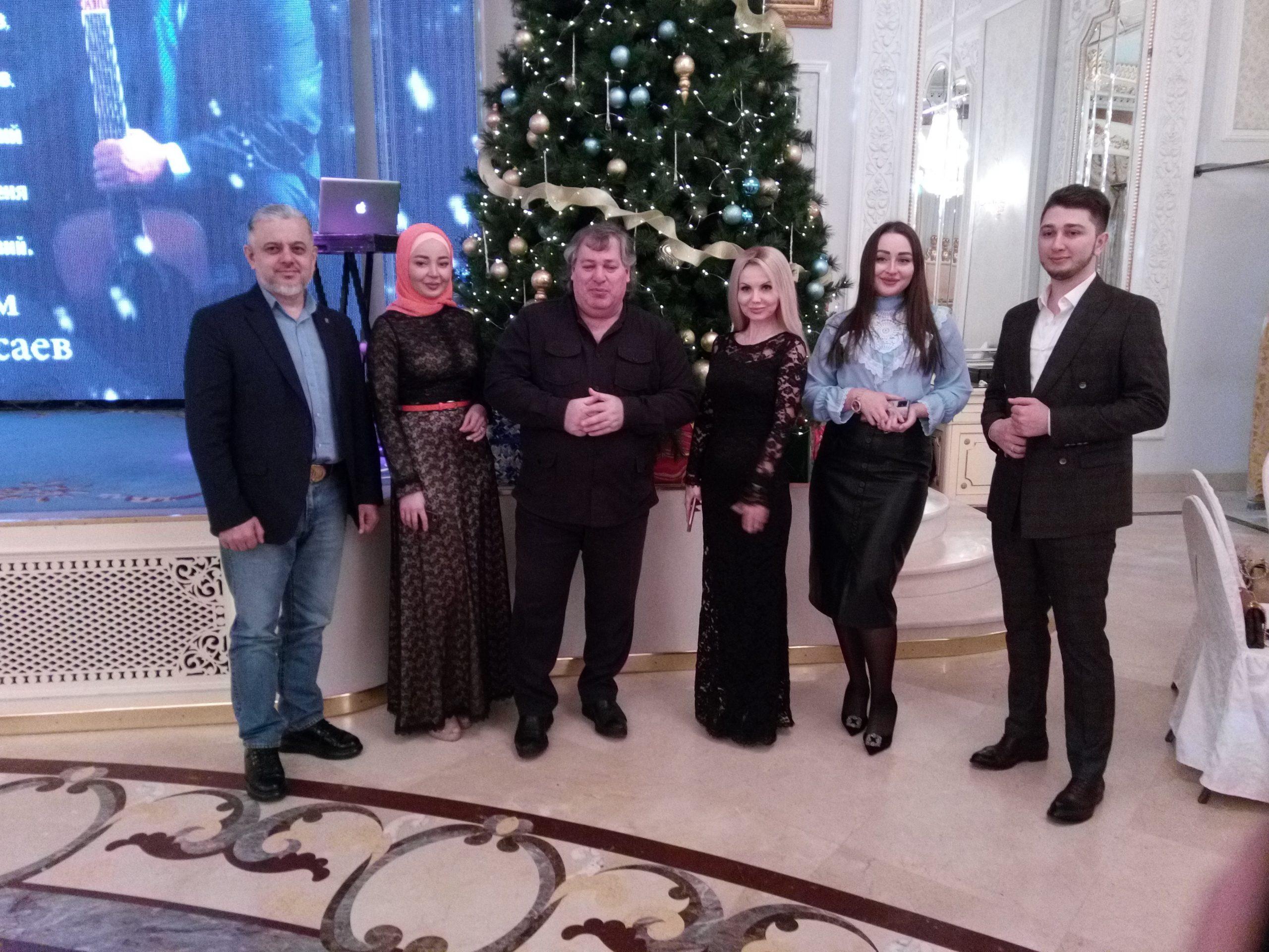 Известный певец Хусейн Расаев встретил Новый год в кругу друзей
